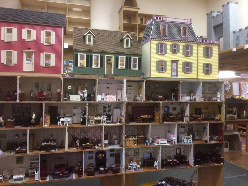 Miniature Dollhouses & Doll House Supplies | Earth & Tree